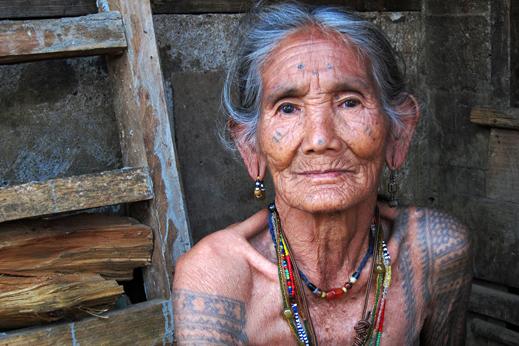 Potovanje Filipini - Še zadnje živeče mojstrice umetnosti tetovaž, Kalinga, severni Luzon
