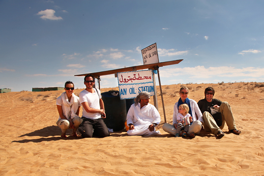 Potovanje Oman - postanek za kosilo v puščavi Wahiba.