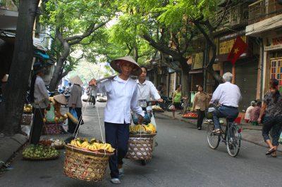 Ulični prodajalec ananasa