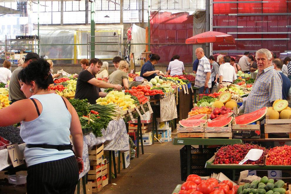 Lokalne tržnice, kjer se oskrbimo s svežim sadjem in zelenjavo