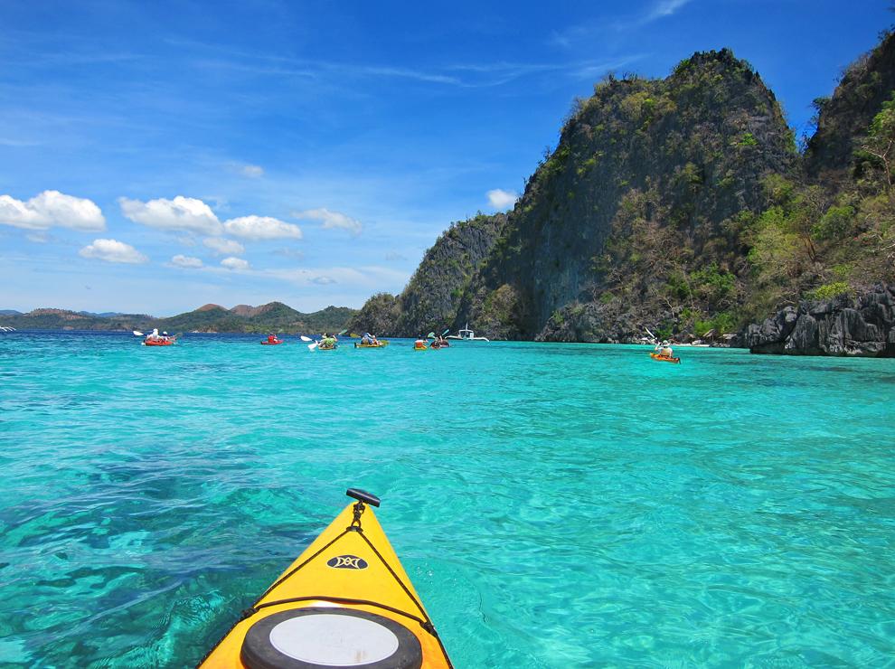 Kajakiranje med kraškimi otoki Palawana ... barve za oči spočit