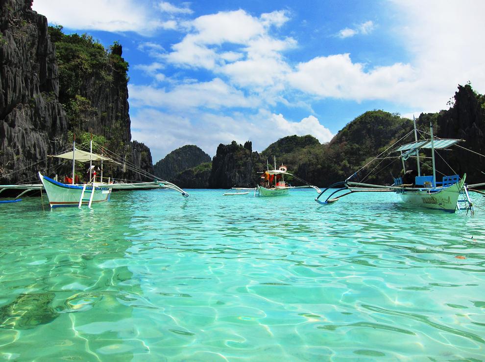 Skrite kotičke in rajske plaže odkrivamo z bangko - tipičnim filipinskim čolnom