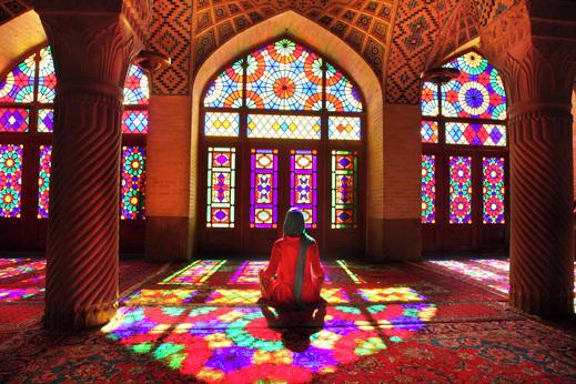 Potovanje Iran - notranjost rožnate mošeje Nasir-al-Molk