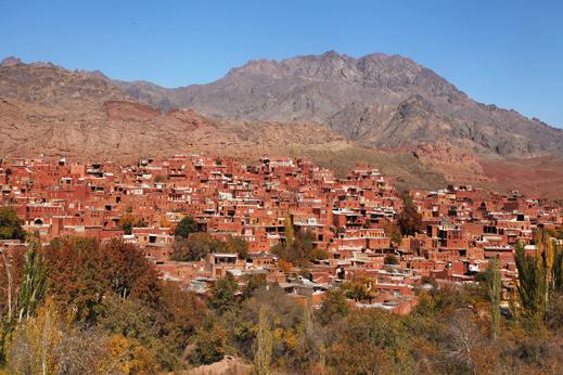 Potovanje Iran - Mestece Abyaneh se zlije s svojo okolico