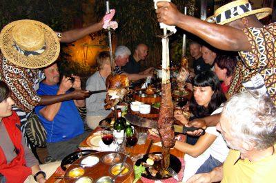 Za vsakega mesoljubca je Afrika raj, kar se tiče mesa iz žara. No, tudi vegiji ne boste prikrajšani, obljubimo :)