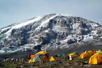 Višinski tabor s pogledom na vrh Kilimandžara
