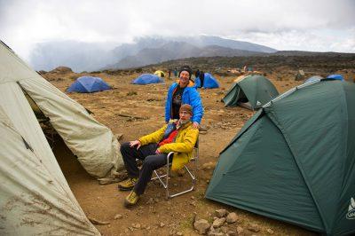 Eden od kampov. Spimo v kvalitetnih šotorih, večerjo in zajtrk jemo v velikem kuhinjskem šotoru. Kar precej udobja na poti na vrh.