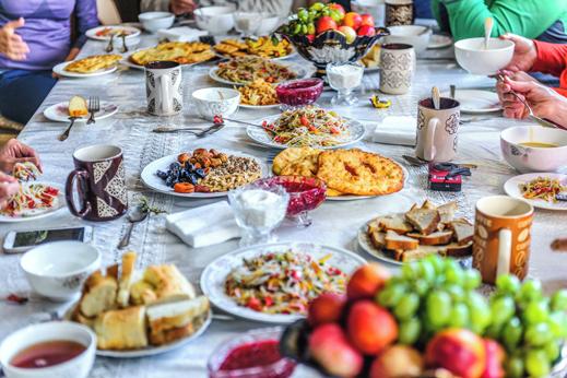 Potovanje Kirgizija. Ko v udobju domačega doma naša zvesta prijateljica poskrbi za neverjeten in razkošen zajtrk.