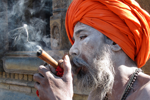 Sadu, sveti mož v svetišču Pašupati, Katmandu.