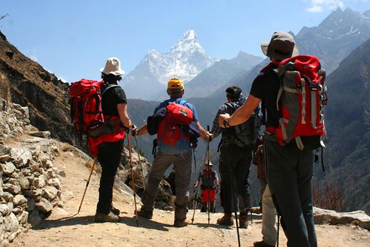 Treking Everest - Začnejo se odpirati fantastični pogledi (Ama Dablam 6856 m).
