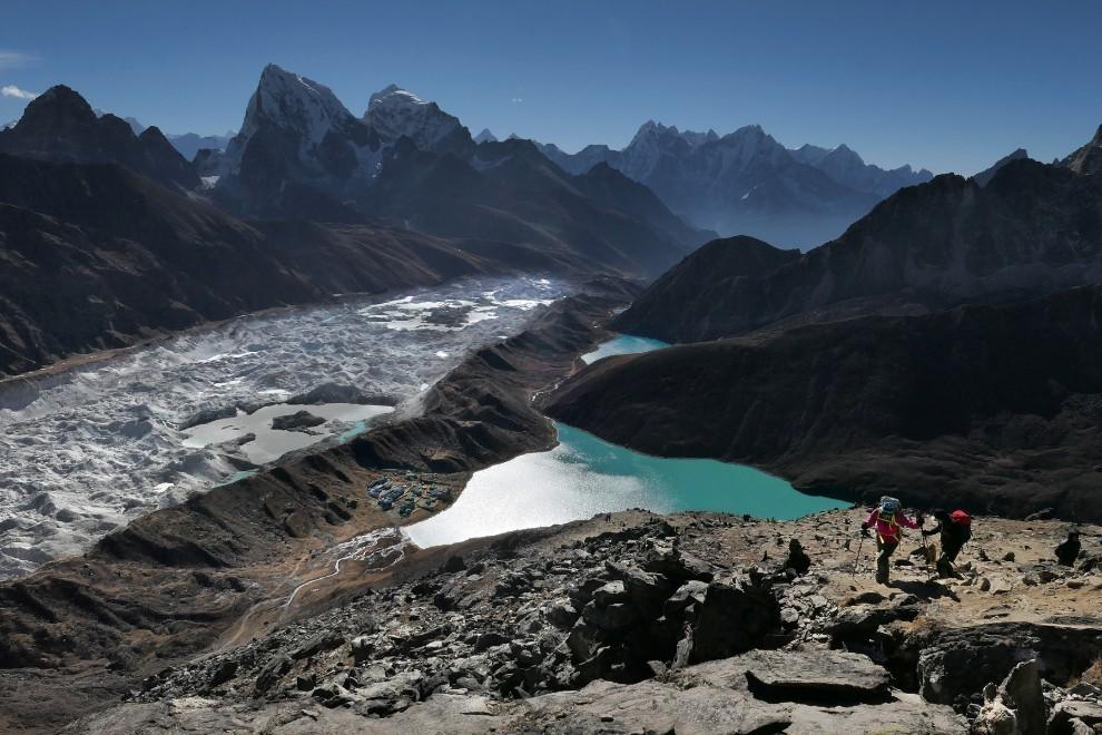 Vzpon na vrh Gokyo Ri 5360m in obenem izjemen razglednik v Himalaji.