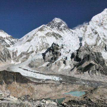 Črna piramida Everesta.