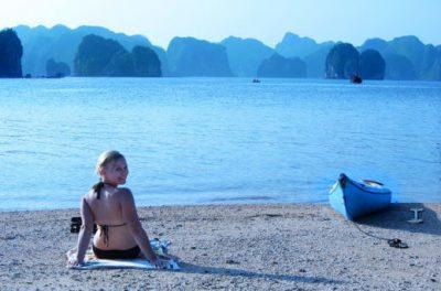 Peščene plaže v zalivu Halong Bay