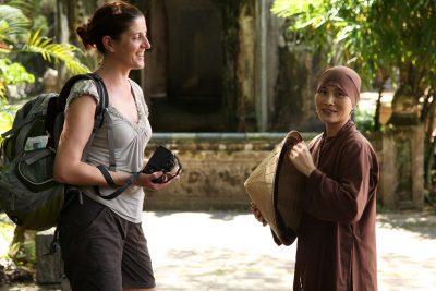 Pogovor z mlado nuno v budističnem templju Tien Mu