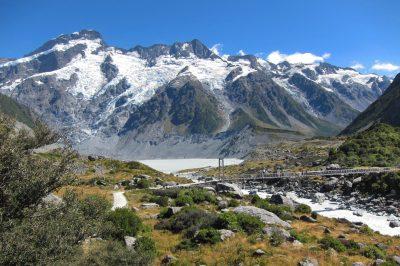 Hooker valley trek je postavljen v osrčje Južnih Alp. Pokrajina je enostavna prečudovita.