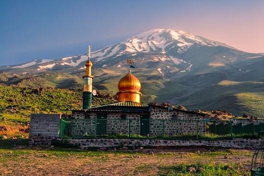 Treking Damavand - slikovita mošeja ob našem taboru