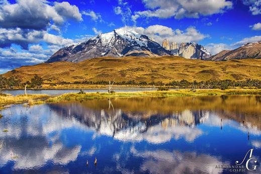 Potovanje Patagonija - rumena stepa s Torresi v ozadju