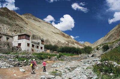 Veliko vasi v Ladaku je še vedno brez cestnih povezav.