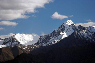 Vrhunec našega potovanja je vzpon na šesttisočak Stok Kangri, najvišji  vrh gorske verige Stok za katerega se bomo med našim trekingom dobro  aklimatizirali.