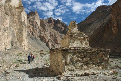 Budizem ima pomembno vlogo v tradicionalnem življenju Ladaka. Tudi  sredi divjine bomo naleteli na njegove sledove.