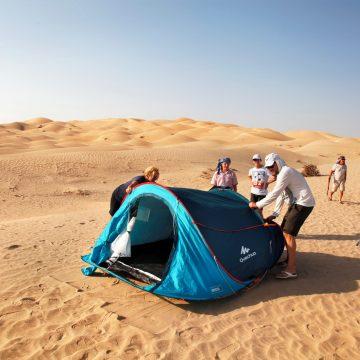 Spimo v šotorih, ki jih priskrbimo mi