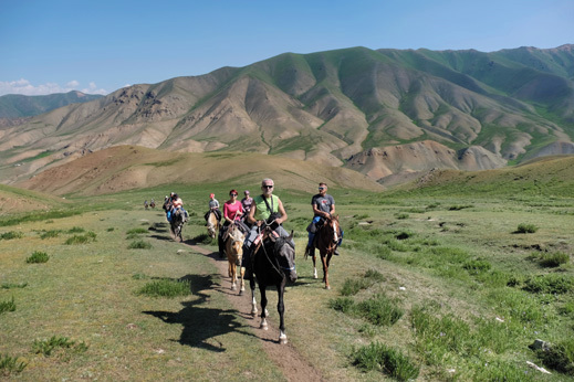 Kirgizija treking konji
